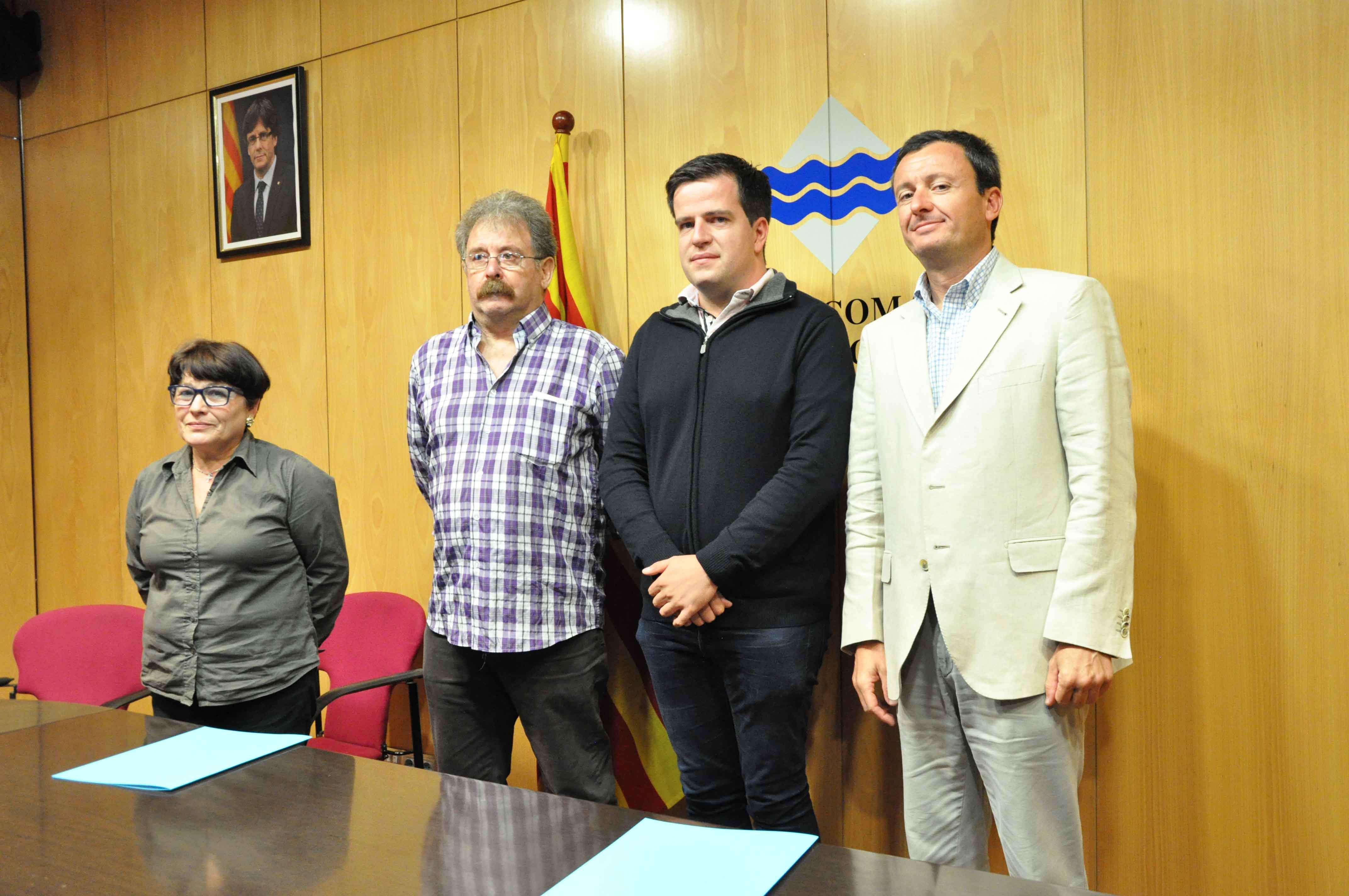 Acte de presentació de la subvenció per a la interpretació per a persones sordes amb APSRipollès i FESOCA. Joan Manso, Antonio Martinez i Ricardo Solana.