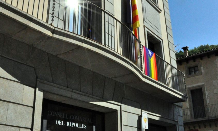 bandera LGTBI Ripollès 17 maig