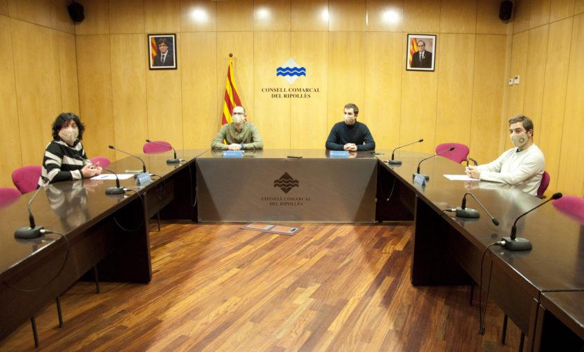 Joaquim Colomer, Enric Pérez, Chantal Pérez i Àlex Medrano llegint la declaració