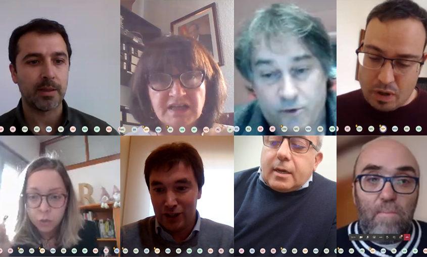 Imatge de la reunió d'alcaldes sobre la covid amb la Generalitat, on apareixen diversos alcaldes i alcaldesses del Ripollès i el president del consell comarcal, Joaquim Colomer