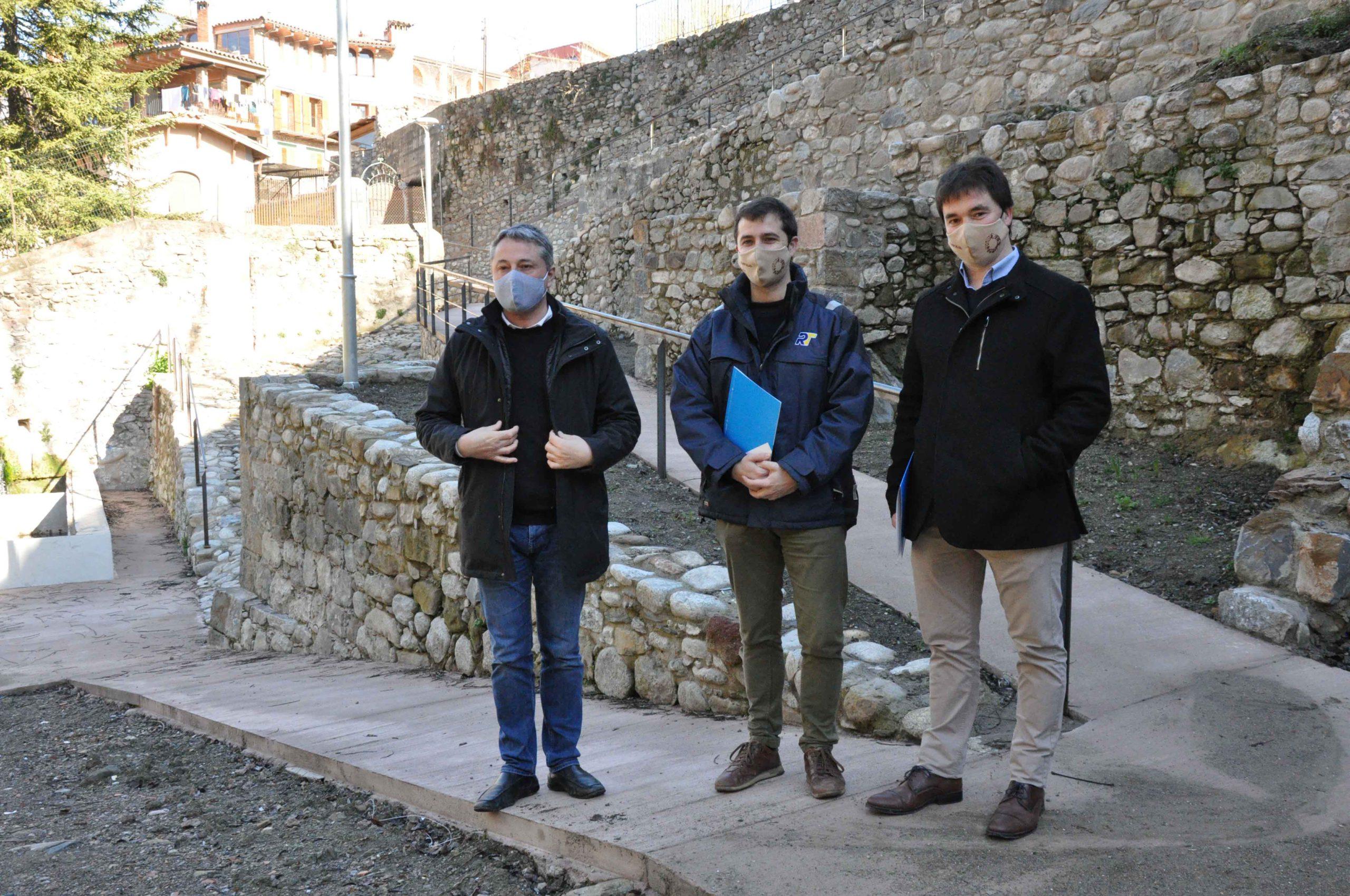 Joaquim Colomer, Xavier Guitart i Ramon Roqué, a l'itinerari natural de la zona del Triquet, a Sant Joan de les Abadesses