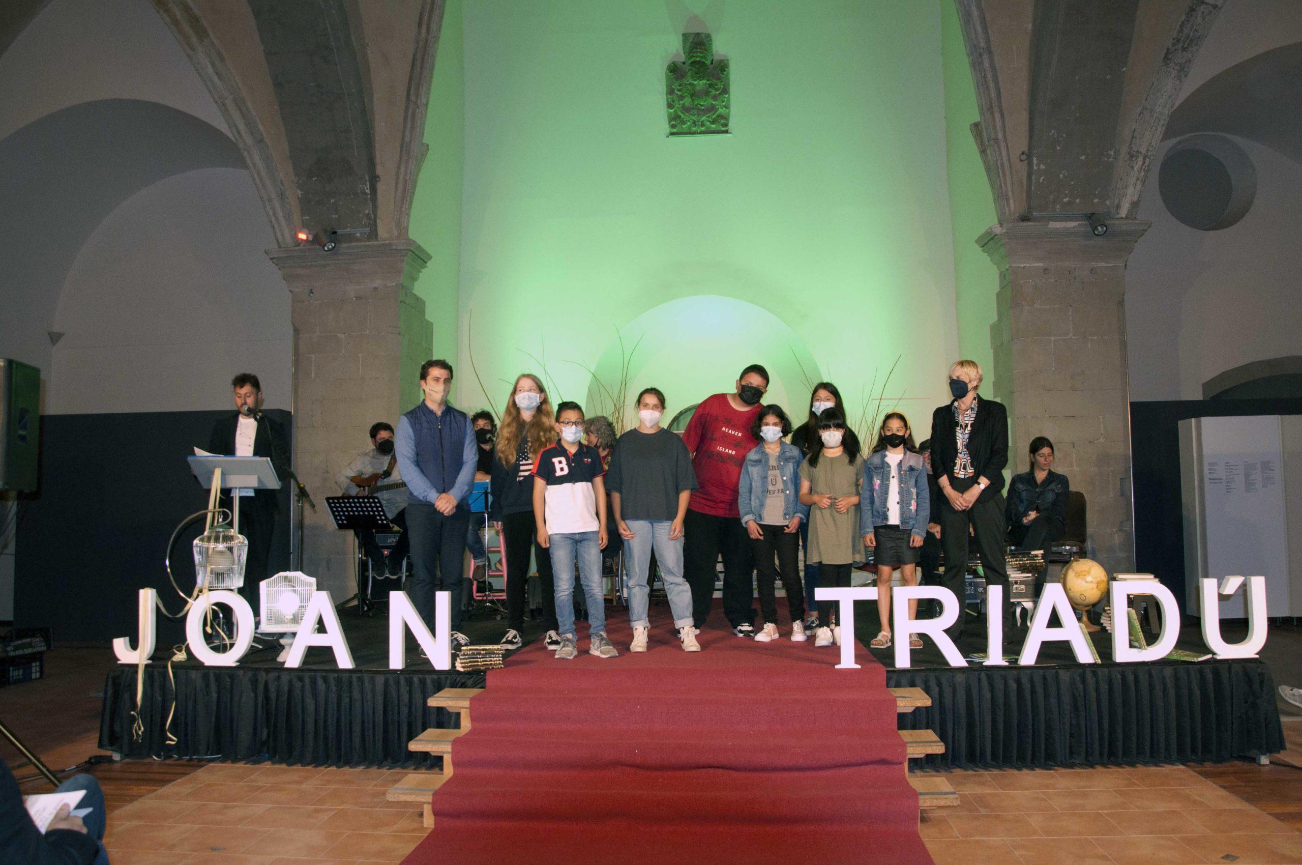 Imatge dels guanyadors dels primers premis de cada modalitat i categoria dels Joan Triadú 2021