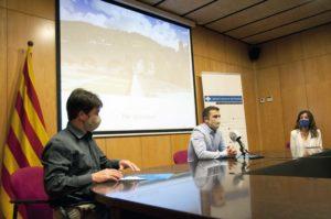 Xavier Guitart, Joaquim Colomer i Dúnia Coromina, a la sala de plens, durant la presentació del web de turisme
