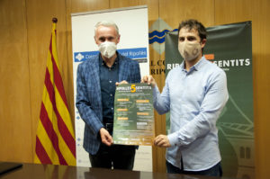 Joaquim Colomer i Albert Piñeira, a la sala Gonçal Cutrina del Consell Comarcal del Ripollès, presentant el cicle Ripollès 5 Sentits